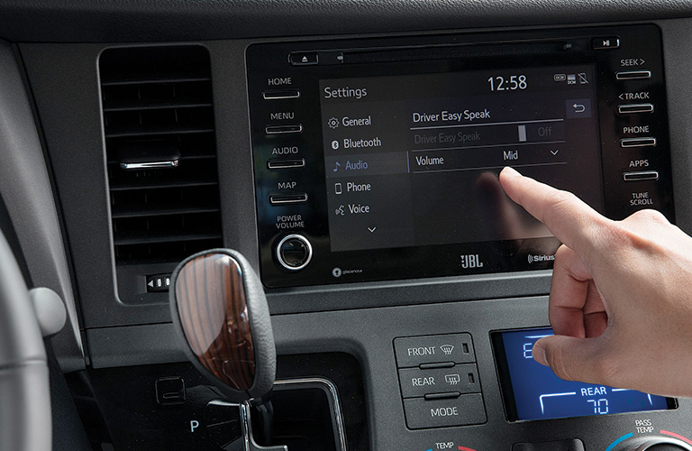2020 Toyota Sienna touch screen display