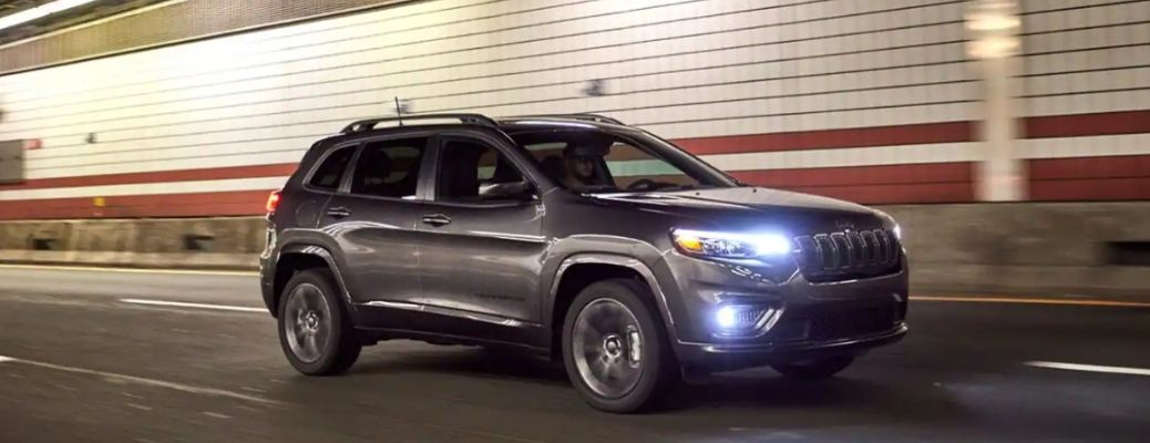 2021 Jeep Cherokee driving front view