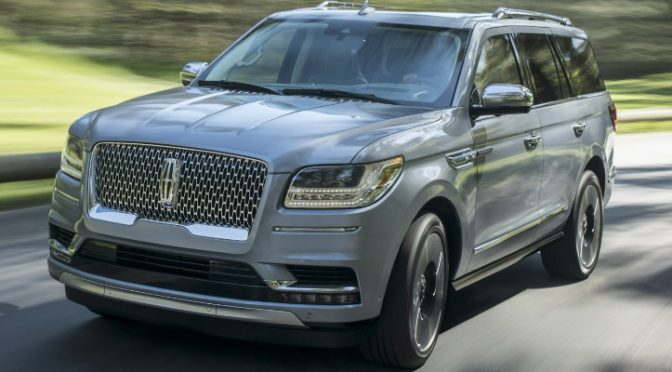 Front View of Silver 2018 Lincoln Navigator