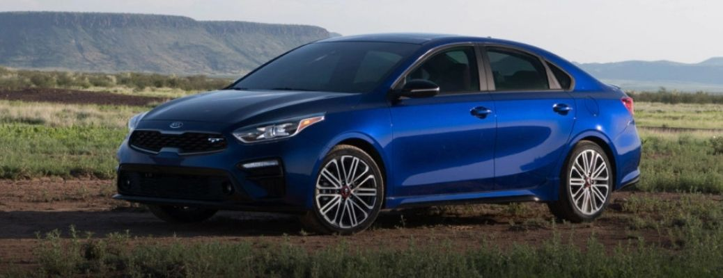 2021 Kia Forte parked in front of a hill.