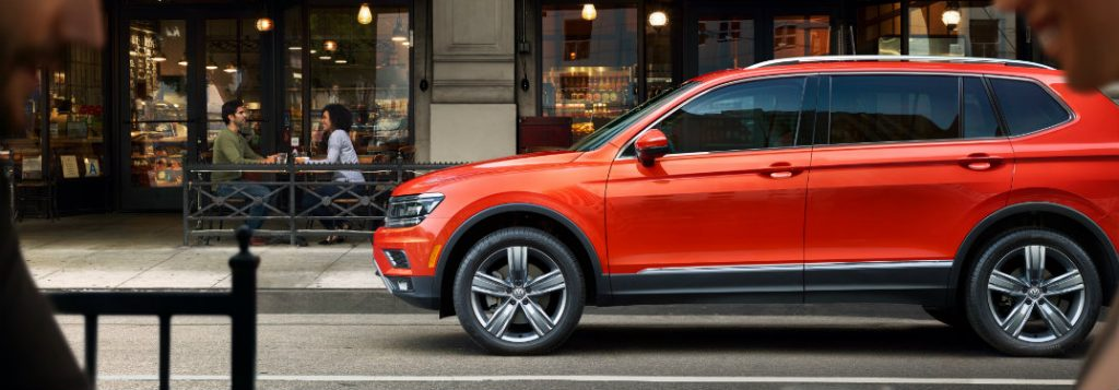 2019 volkswagen tiguan full side view parked in city
