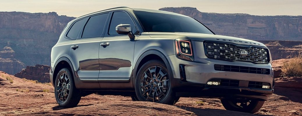 2022 Kia Telluride front view in a mountain background