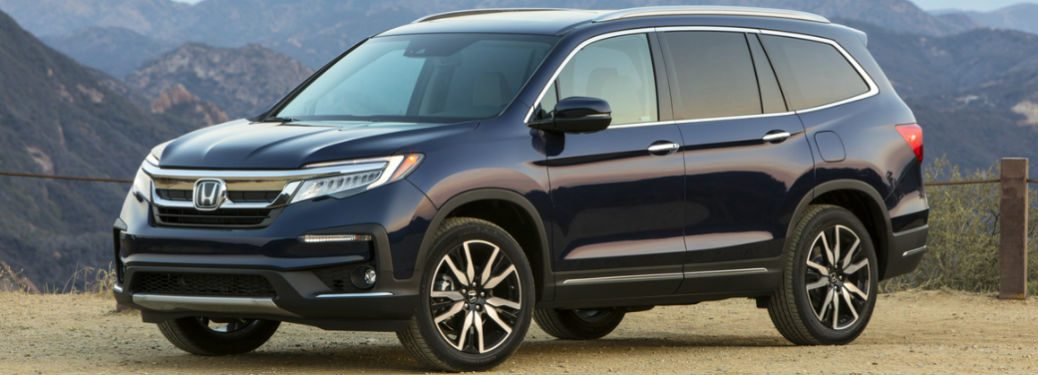 2019 Honda Pilot Elite Parked Outside Mountains in Background