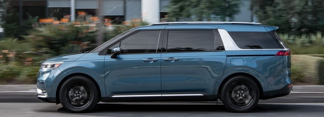 2022 Kia Carnival from the side