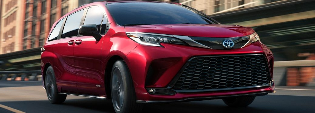 2021 Toyota Sienna Exterior Passenger Side Front Profile