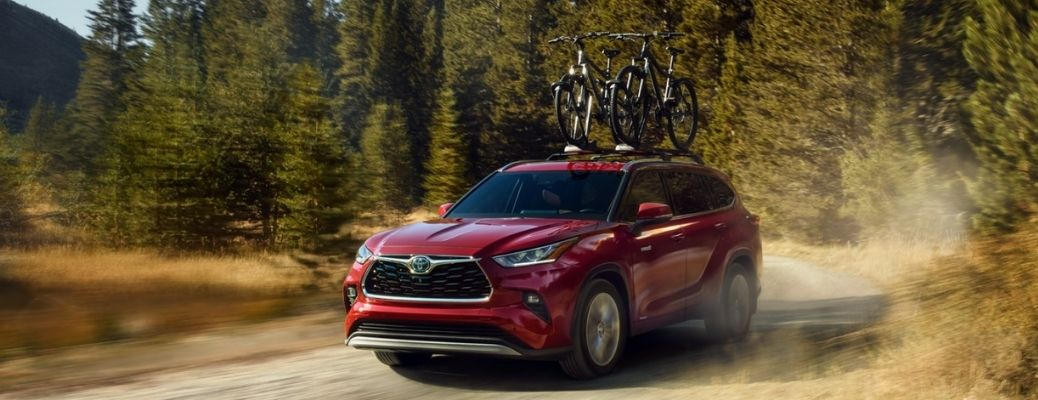 Red 2021 Toyota Highlander Hybrid carrying cycles. What is the fuel economy rating?