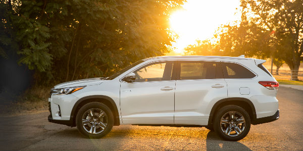 2017 Toyota Highlander Hybrid Side View Of Exterior In White