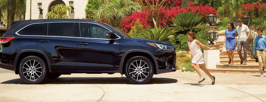 Midnight Black Metallic 2017 Toyota Highlander In A Driveway With Family