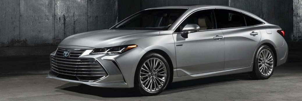 2018 Toyota Avalon parked in gray warehouse