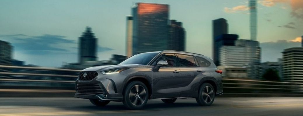 2021 Toyota Highlander driving side view in city
