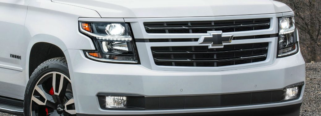 2018 chevrolet tahoe rst white with grille headlights and fascia in frame