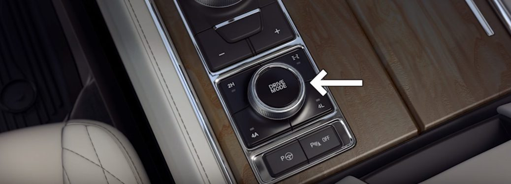 arrow pointing to the drive mode selector knob in a Ford
