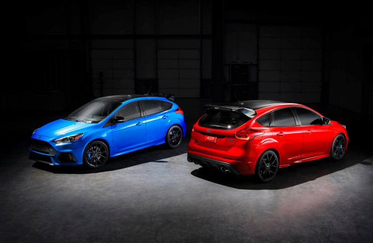 the 2018 Ford Focus RS in its two color options