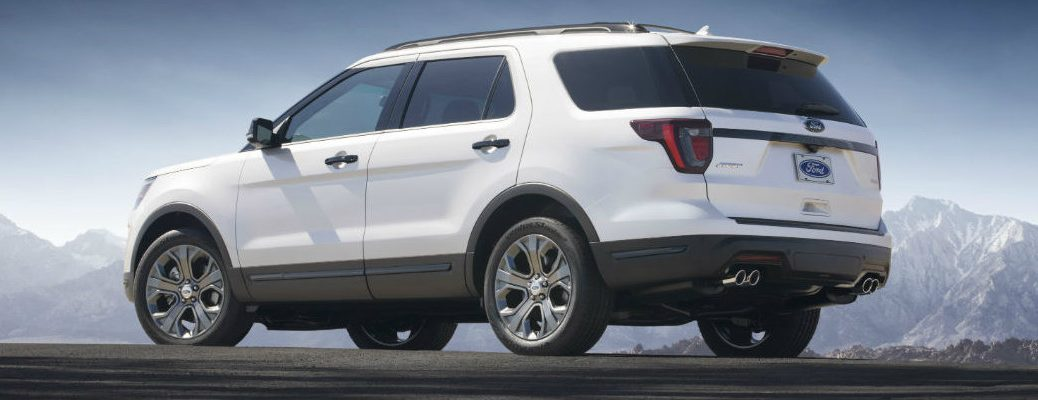 Profile view of 2018 Ford Explorer set against mountainous backdrop