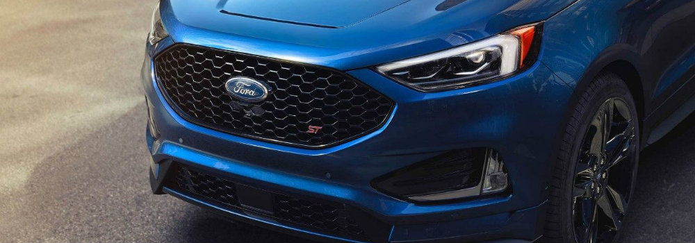 Front grille and redesigned headlights of 2019 Ford Edge