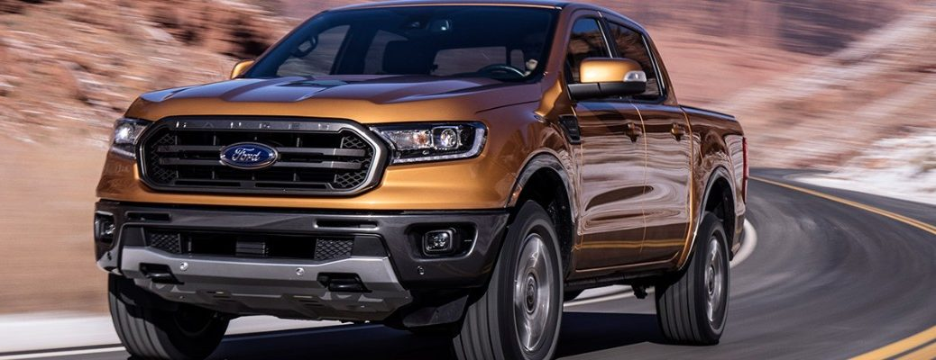 Saber 2019 Ford Ranger driving on desert road