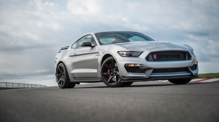 Front view of silver 2020 Ford Mustang Shelby GT350R