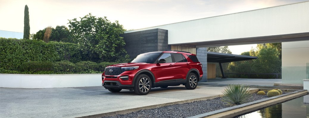 2022 Ford Explorer ST-Line front and side view