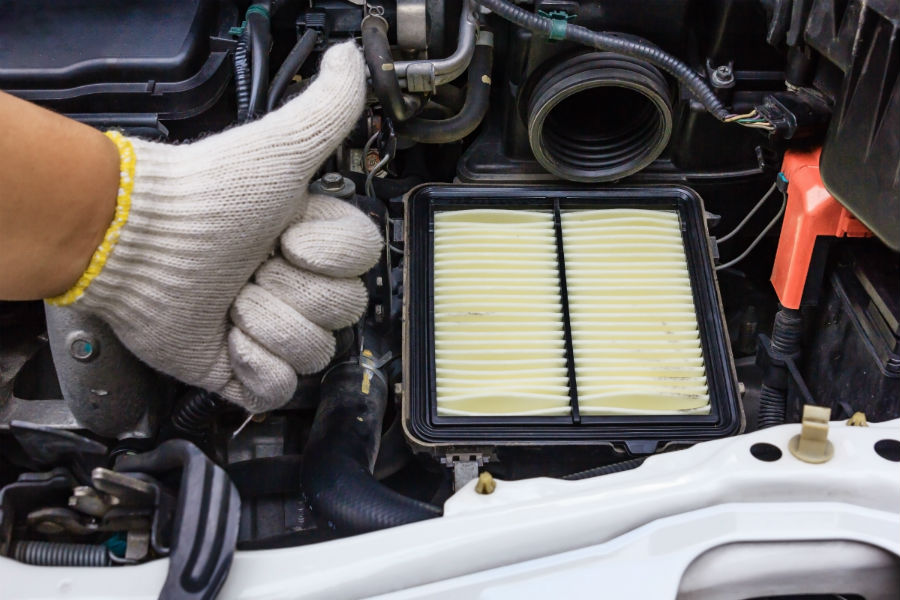 auto mechanic changing air filter