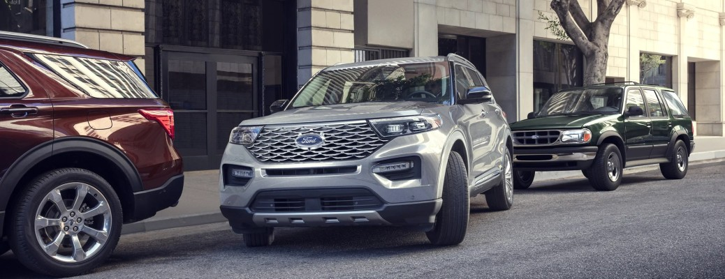 The front side of a fray 2021 Ford Explorer parallel parking.
