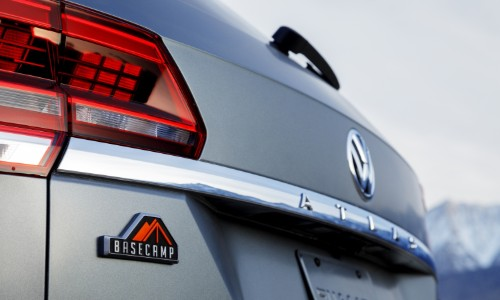 Rear nameplate and taillights of VW Atlas Basecamp