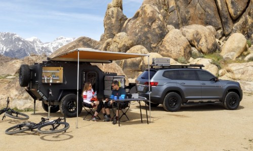 People camping with VW Atlas basecamp trailer