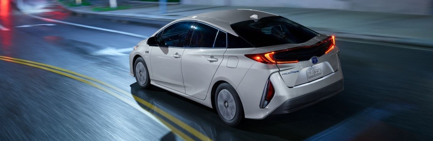 What technology features are included in the 2021 Toyota Prius Prime?