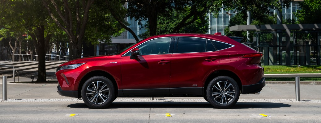 What technology features are available in the 2021 Toyota Venza?