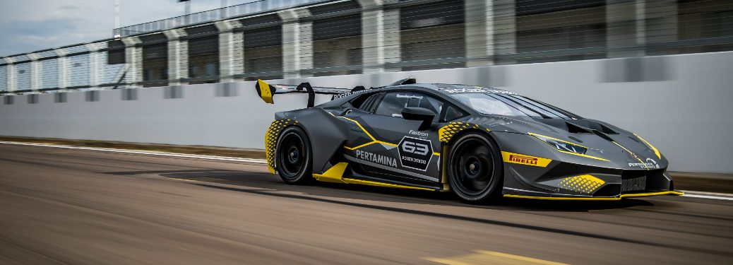 Lamborghini Huracan Super Trofeo EVO side view