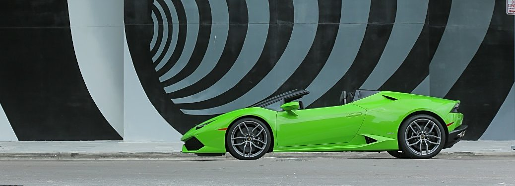 Lamborghini Huracán side view green