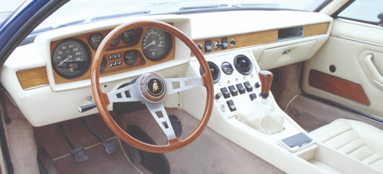 Lamborghini Espada interior with white leather