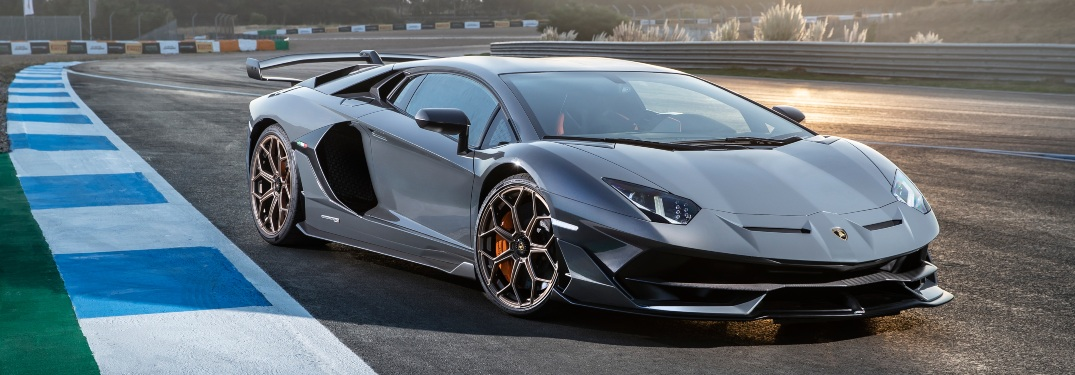 What are the stock tires for a Lamborghini?