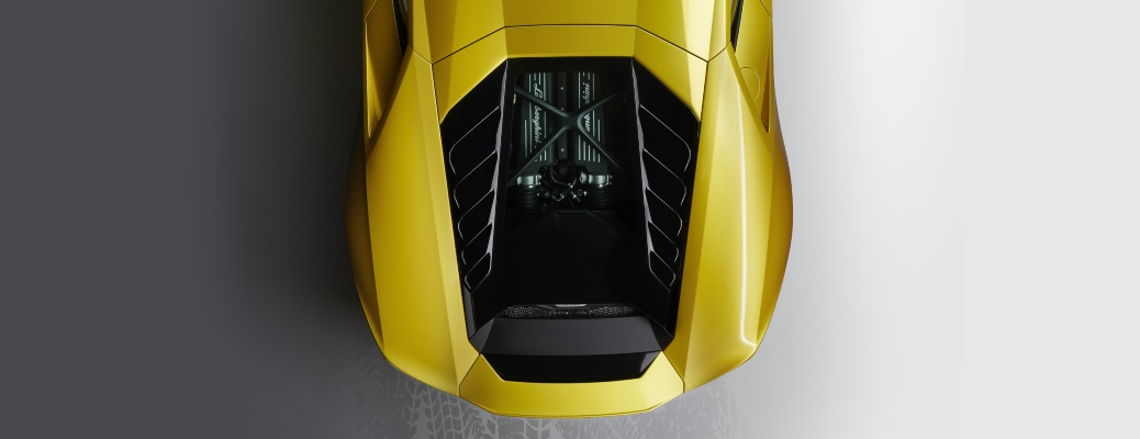 Can you see a Lamborghini engine with the hood closed?