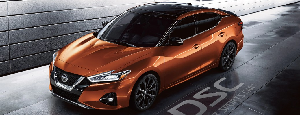 How many colors are available for the 2020 Nissan Maxima?