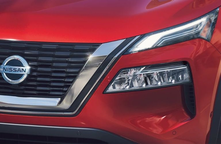 2021 Nissan Rogue head light and grille