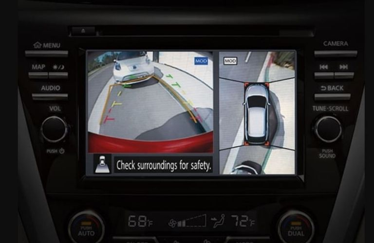 Image of the Intelligent Around View monitor showing a bird's eye view of the Nissan Murano