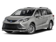 2022_Toyota_Sienna_LE_ Martinsburg