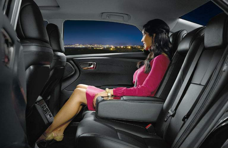 Woman in the backseat of the 2018 Toyota Avalon