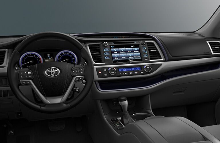 Dashboard and steering wheel in the 2018 Toyota Highlander