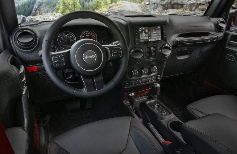 Steering wheel and dashboard of the 2018 Jeep Wrangler