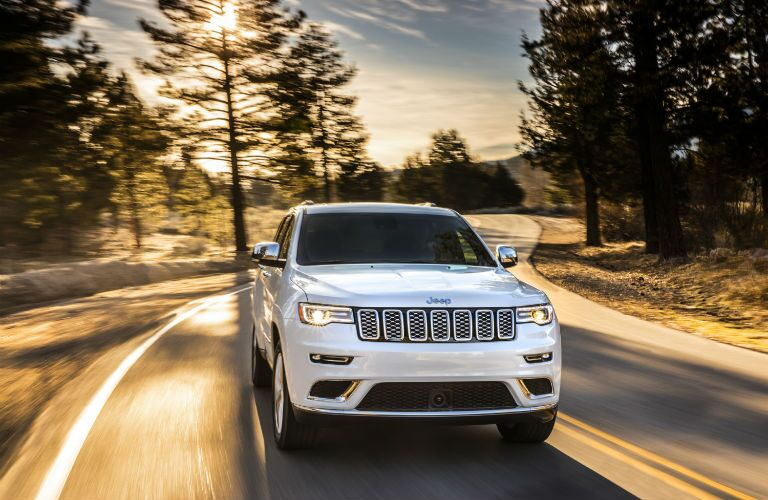 A head on photo of the 2020 Jeep Grand Cherokee.