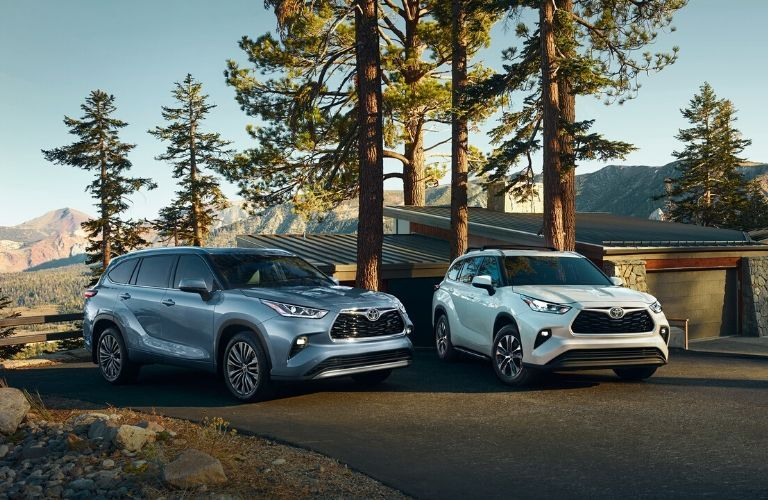2020 Toyota Highlander models parked in wilderness home area