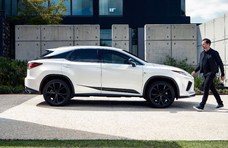 side view of the Lexus RX 450h