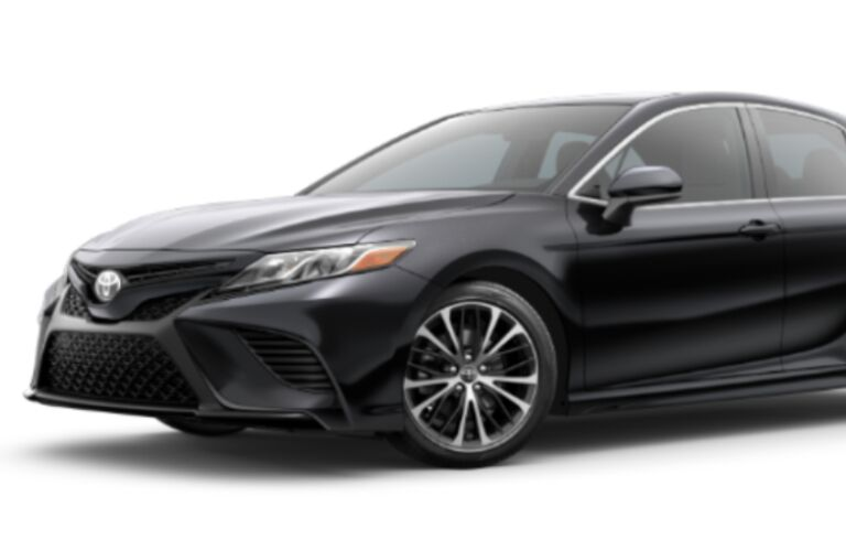 2020 Toyota Camry SE front end