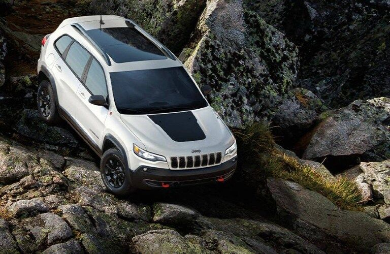 2021 Jeep Cherokee going down a hill of rocks