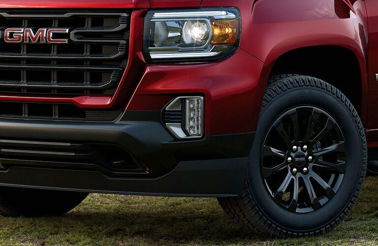 Close up of the front end of the 2021 GMC Canyon