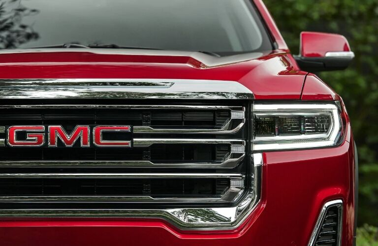 Close up of the grille on the 2020 GMC Acadia