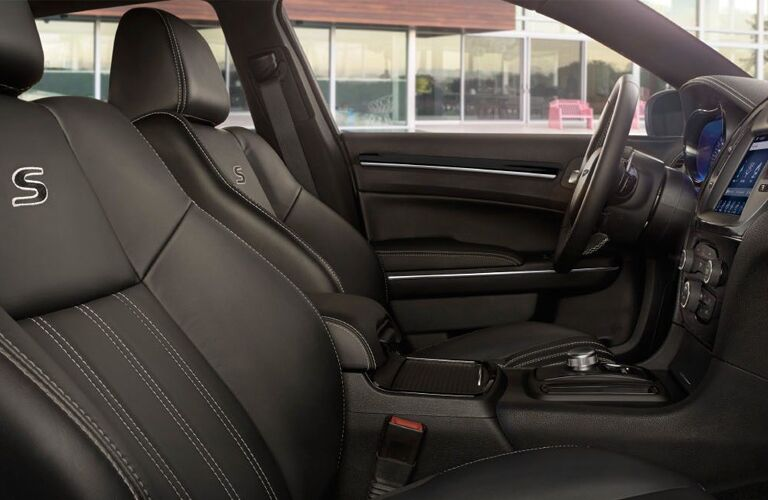 2020 Chrysler 300 front seats