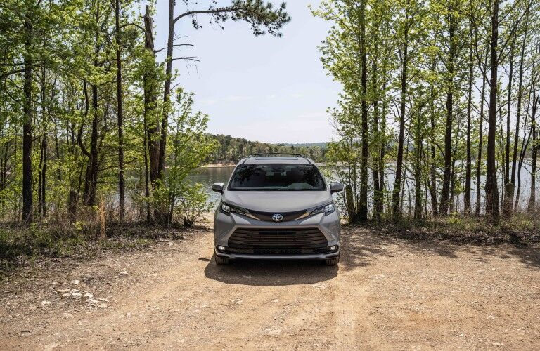 front view of the 2022 Toyota Sienna Woodland Special Edition