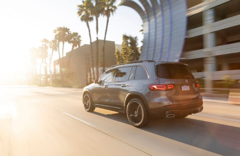 2021 MB GLE exterior rear fascia driver side in city road with building and palm trees
